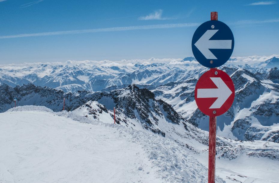 Kleuren pistes uitgelegd ski